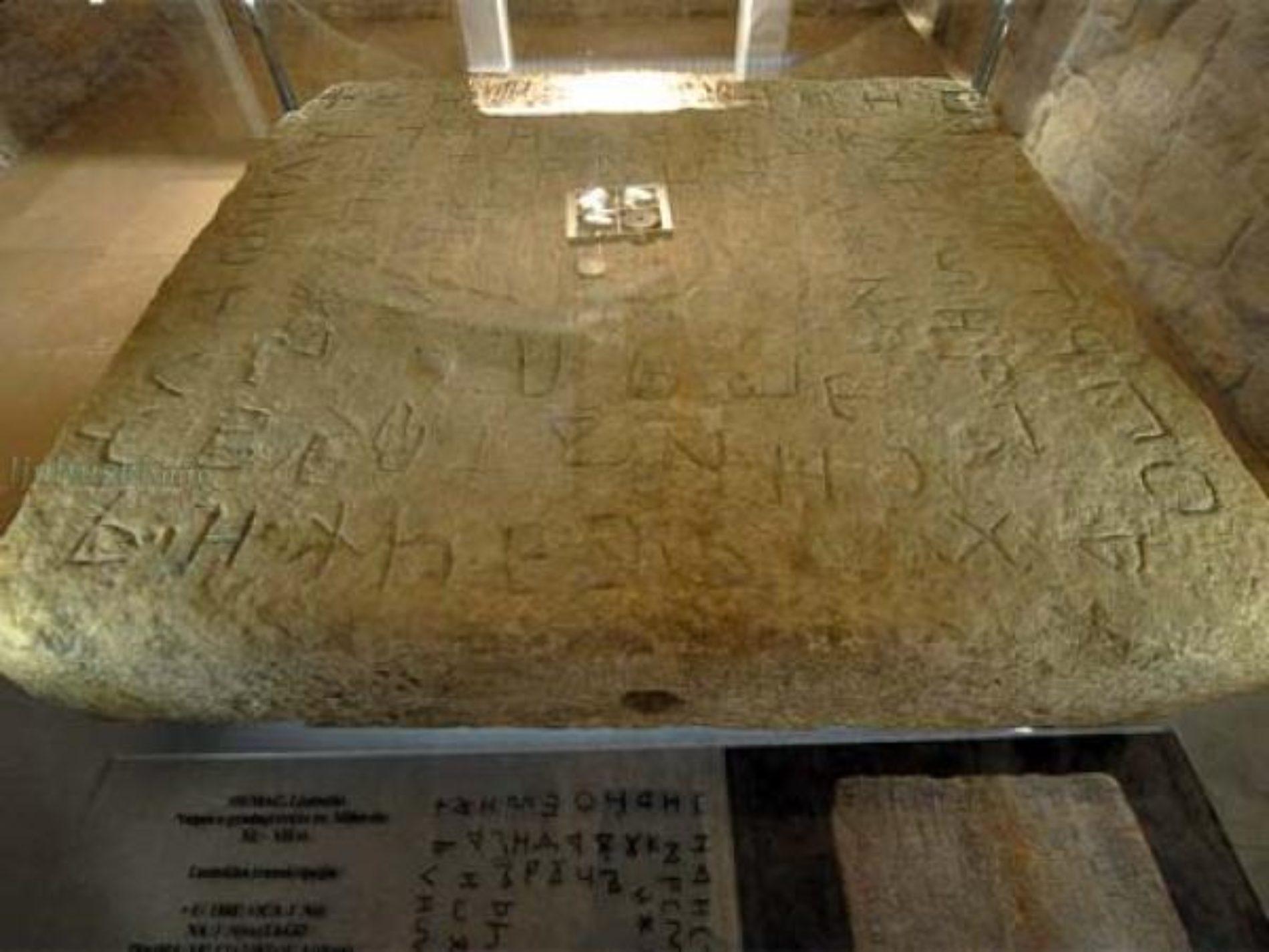 KNJIGA: Jezik i grafija srednjovjekovne bosanske epigrafike