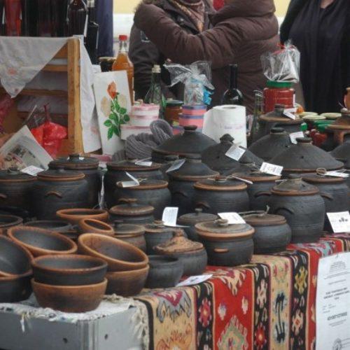 Tuzlanska porodica hobi pretvorila u biznis: Glinu pretvaraju u bosanske lonce, dagare, tanjire