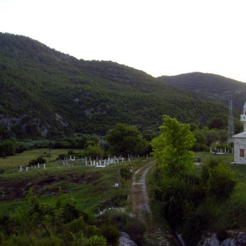 Savo Džajić redovno plaća održavanje džamije kod Trebinja