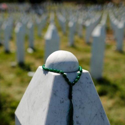 Javni čas o Srebrenici: Zašto istorija i otkud Turci