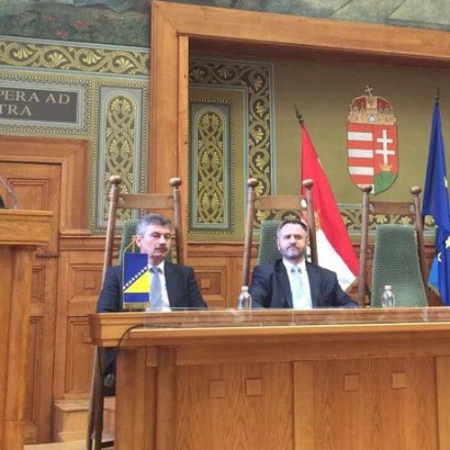 Reis Kavazović na Univerzitetu u Pečuhu: Bošnjaci nemaju kompleks zato što su muslimani i Evropljani