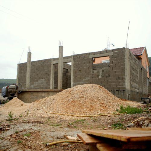Imam učestvuje u gradnji kuće za porodicu preminulog sveštenika u Bileći