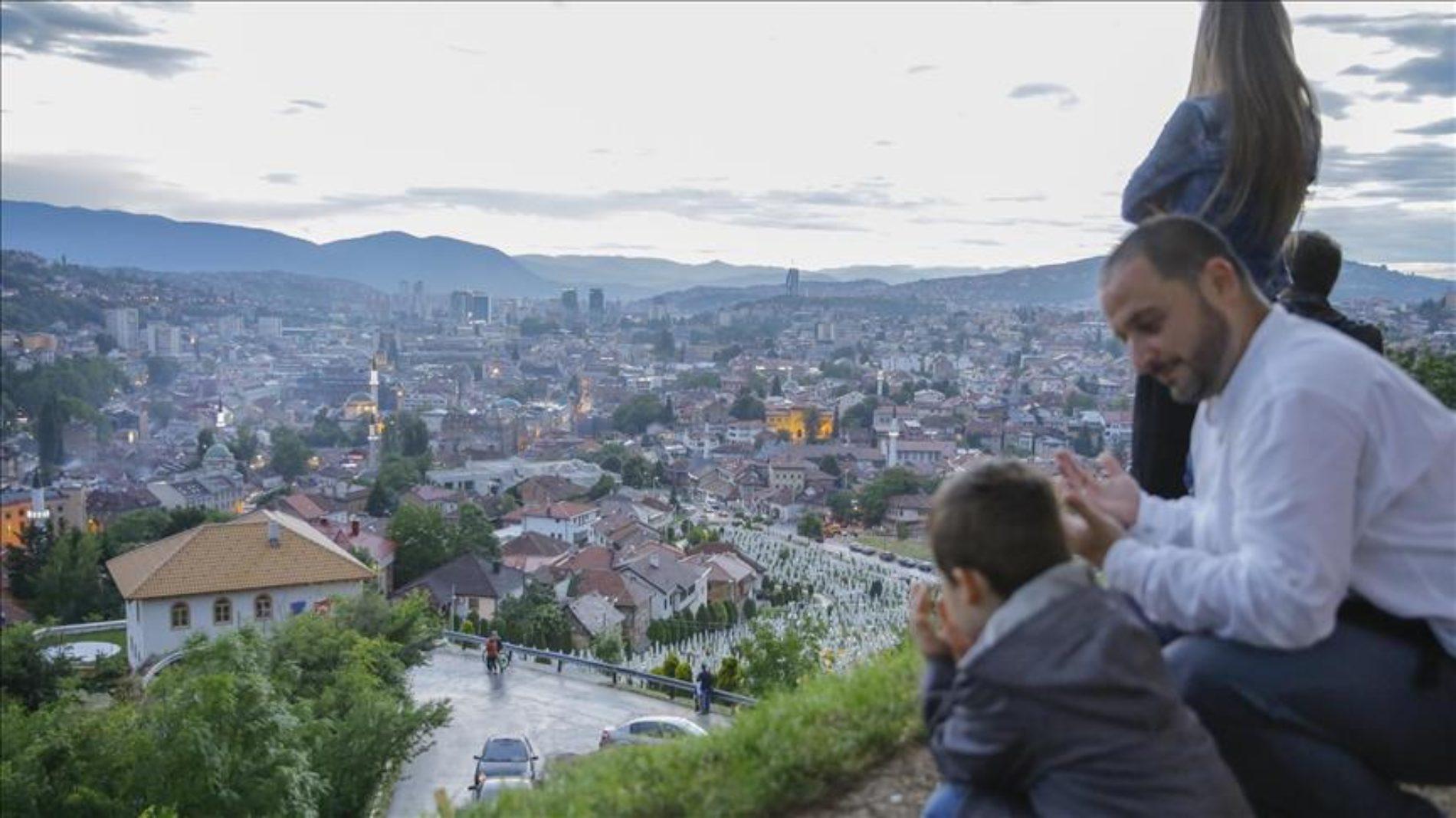 Ramazan oživi Sarajevo i ispuni ga posebnom duhovnošću (Foto)