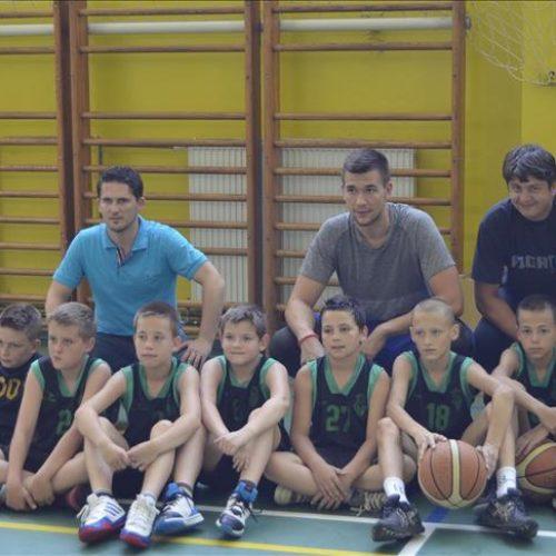 Emir Sulejmanović posjetio rodnu Srebrenicu, trenirao s košarkašima Gubera