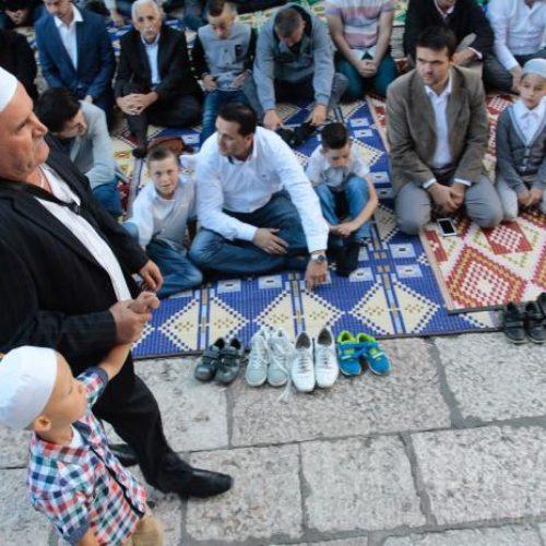 Bajramska hutba reisa Kavazovića: Ko ne zna izgraditi most iznad provalije, neka ne ruši ono što je prije njega izgrađeno
