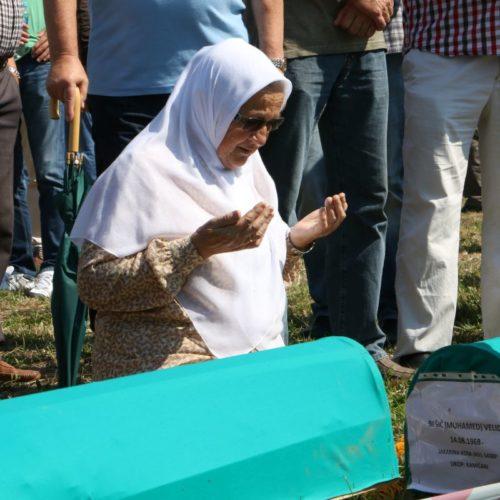 Kozarac: Klanjana dženaza i obavljen ukop za osam žrtava zločina u Prijedoru