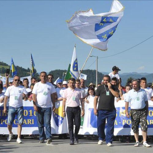 """Učesnici Marša mira stigli u Potočare: Na čelu kolone preživjeli Srebreničani sa """"Puta smrti"""""""