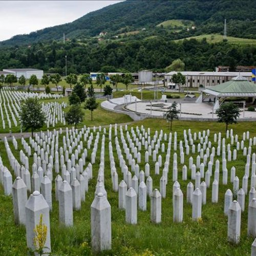 Govor budućeg predsjednika Srbije 11. jula u Srebrenici