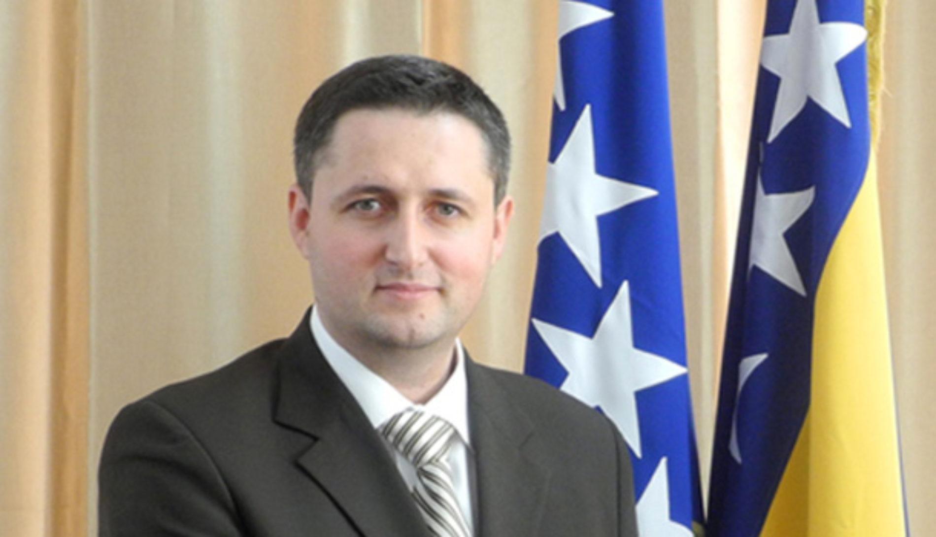 """Bećirović poručio Vučiću: Prestanite jedno govoriti a potpuno drugo raditi. Prestanite se ponašati kao premijer """"velike Srbije"""""""