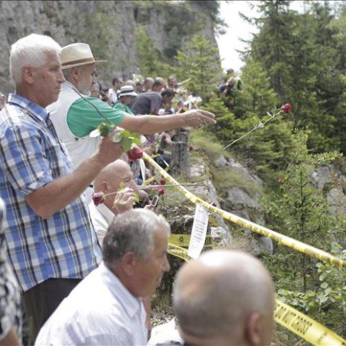 Korićanske stijene: 200 ruža u znak sjećanja na ubijene logoraše