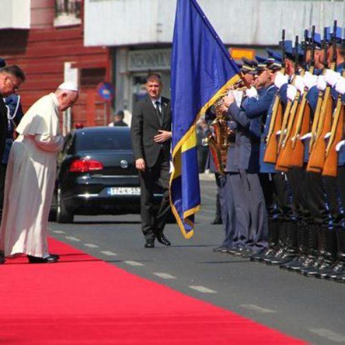 Na letu iznad Bosne: Papa Franjo uputio blagoslove i pozdravio predsjednika i građane naše zemlje