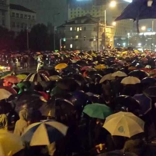 Sarajevo: Građani odali počast poginulim studenticama. Premijer nezadovoljan radom policije na terenu