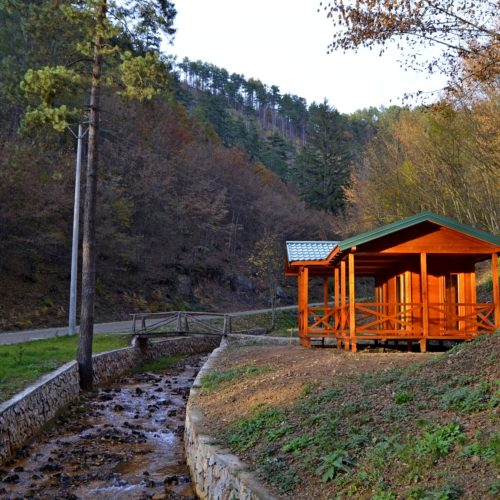 """Raskošni pejzaž u Srebrenici: Izvor Guber """"prošaran"""" jesenjim bojama (Foto)"""