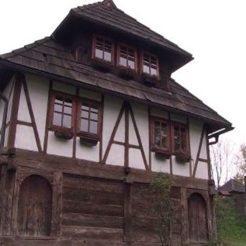 Vijekovima stara bosanska kuća u Kalesiji: Dom pun sretnih ukućana