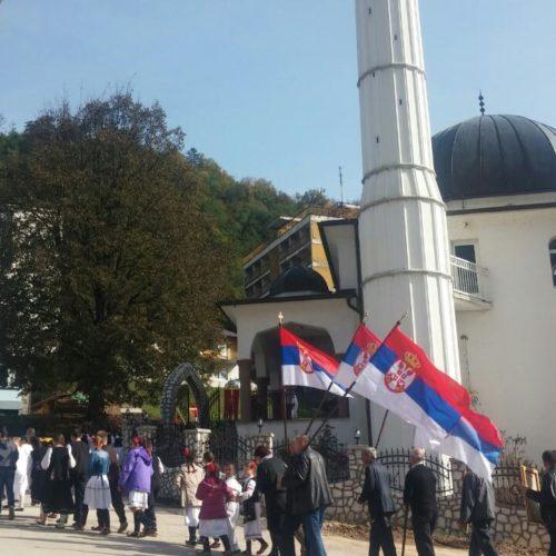 Grujičićeva srbizacija Srebrenice: Osveštanje zgrade Opštine, zastave Srbije…