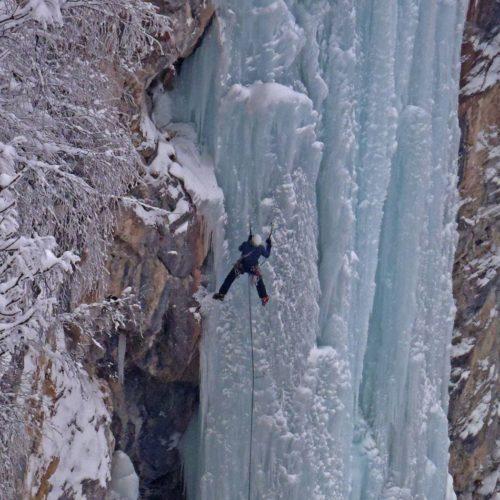 Alpinistička atrakcija: Zaleđeni Skakavac (Foto)