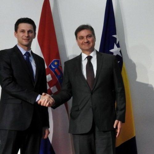 Petrov je slika i prilika (neiskrenog) odnosa hrvatske politike prema našoj zemlji