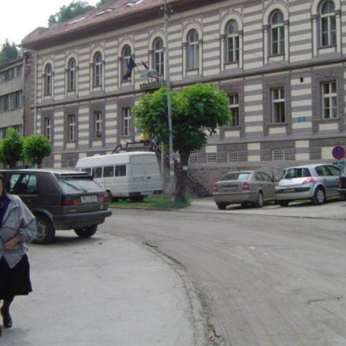 Otkud vojna oprema u Domu kulture u Srebrenici