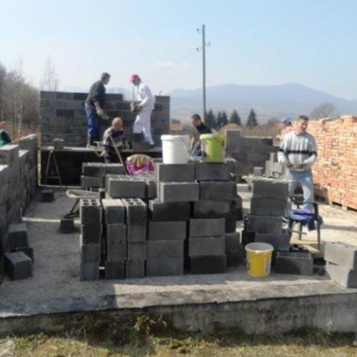 Demobilisani borci iz Bugojna grade kuću bolesnom kolegi