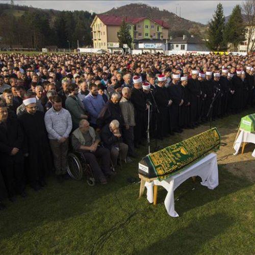 Donji Vakuf: Stotine ljudi na dženazi trojici ubijenih sugrađana