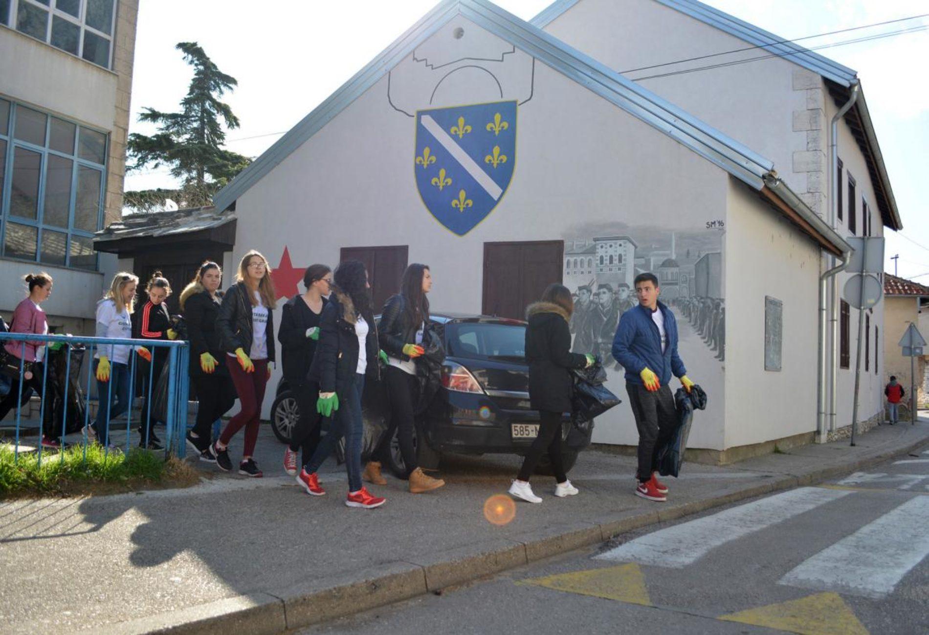 Mladi Mostara očistili nekoliko naselja: 'Cilj je probuditi svijest građana. Da svi zasučemo rukave i krenemo u akciju'