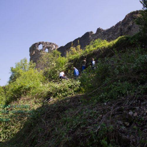 Uspješno realizovana akcija čišćenja Starog grada Bužima (Foto)