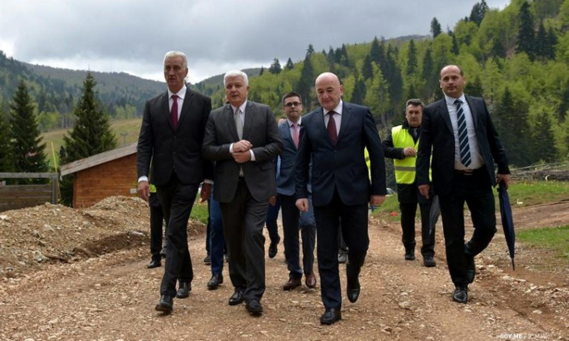 Otvoreno gradilište bosanske kompanije Euro-Asfalt u Crnoj Gori