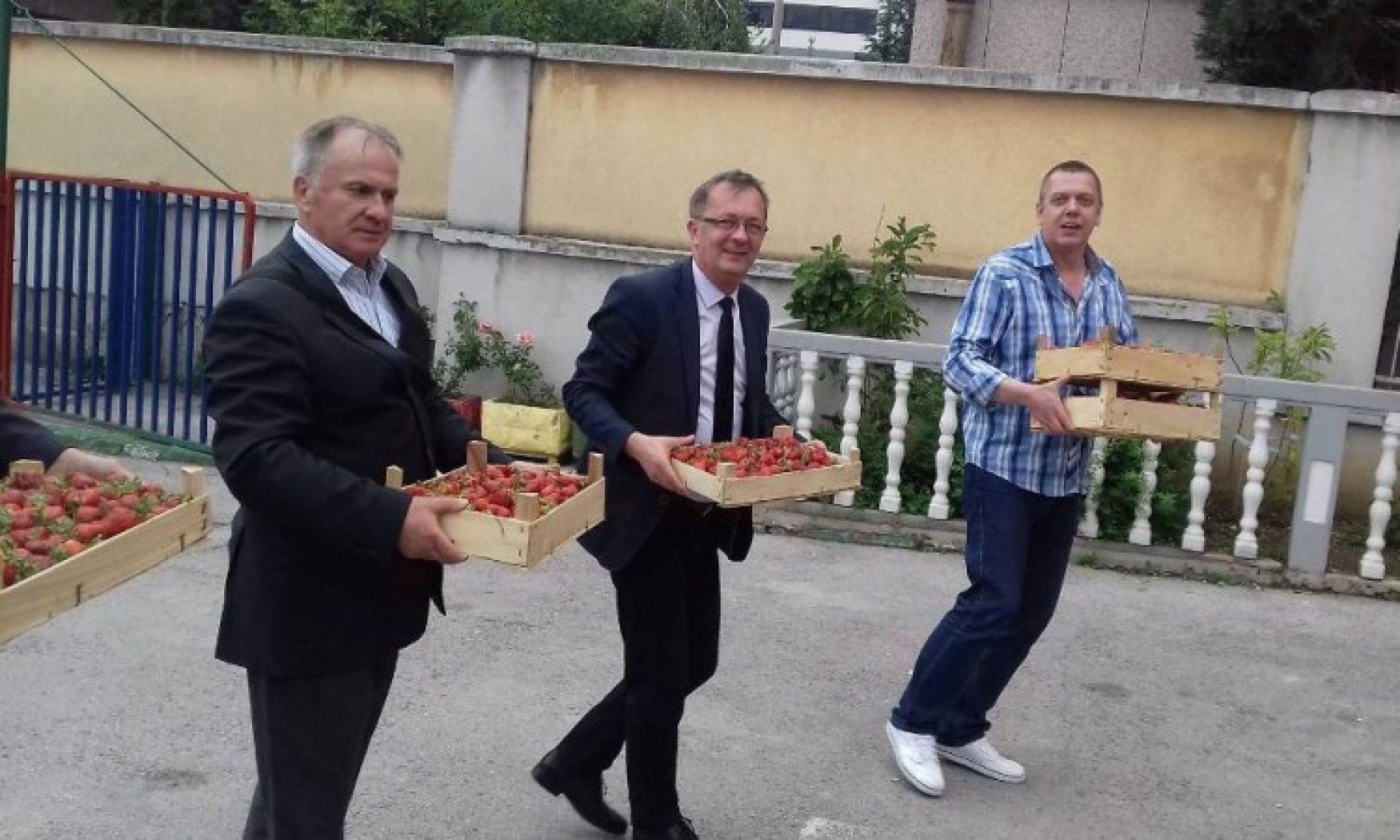 Poljoprivredni proizvođači obradovali štićenike domova Bjelave i Pazarić
