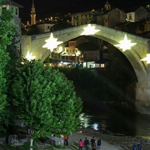 MOSTAR – pet zvjezdica na Starom mostu u čast stradalih u avionskoj nesreći