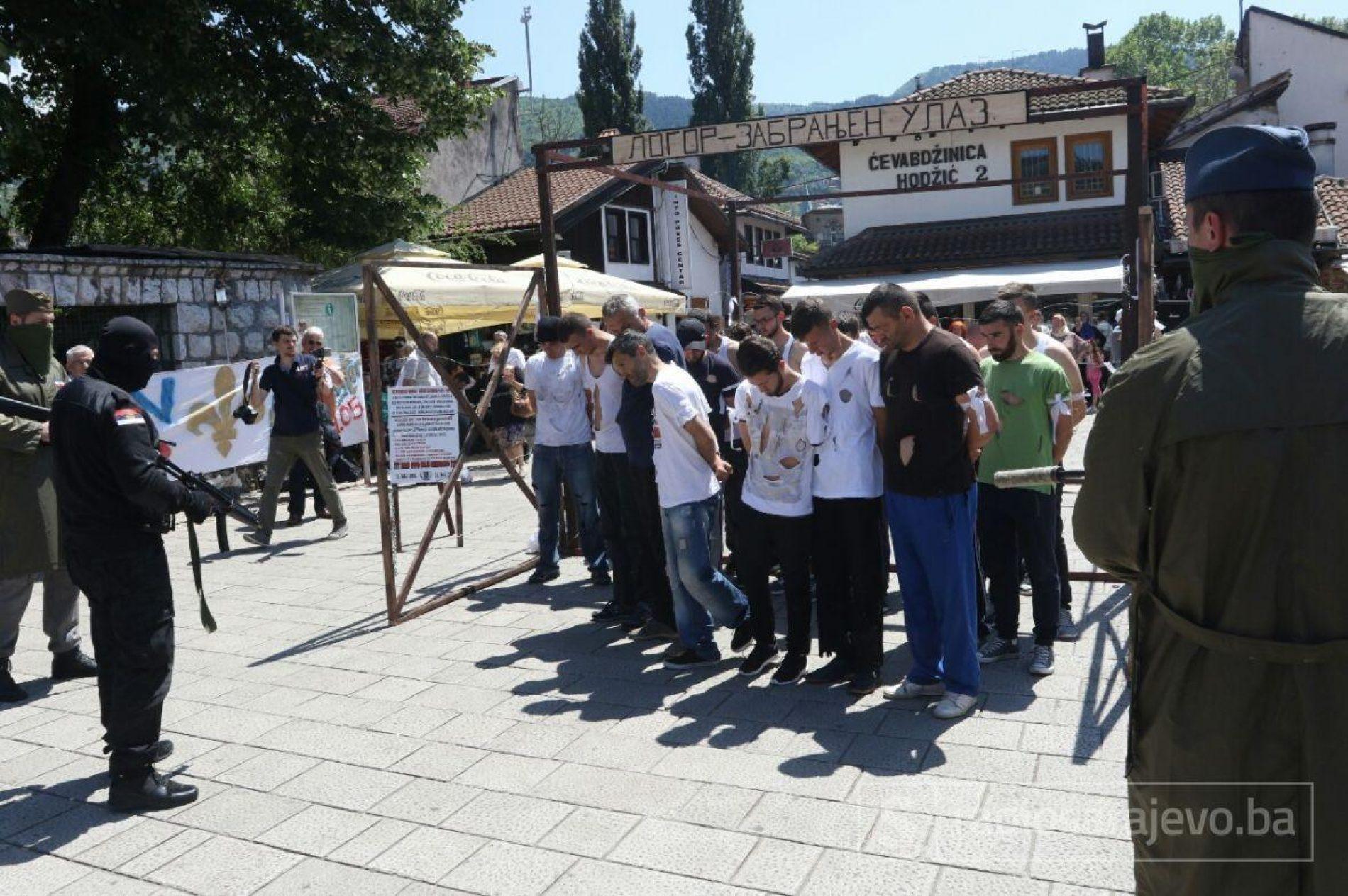 Sarajevo: Upriličen performans u znak sjećanja na prijedorske žrtve s početka agresije