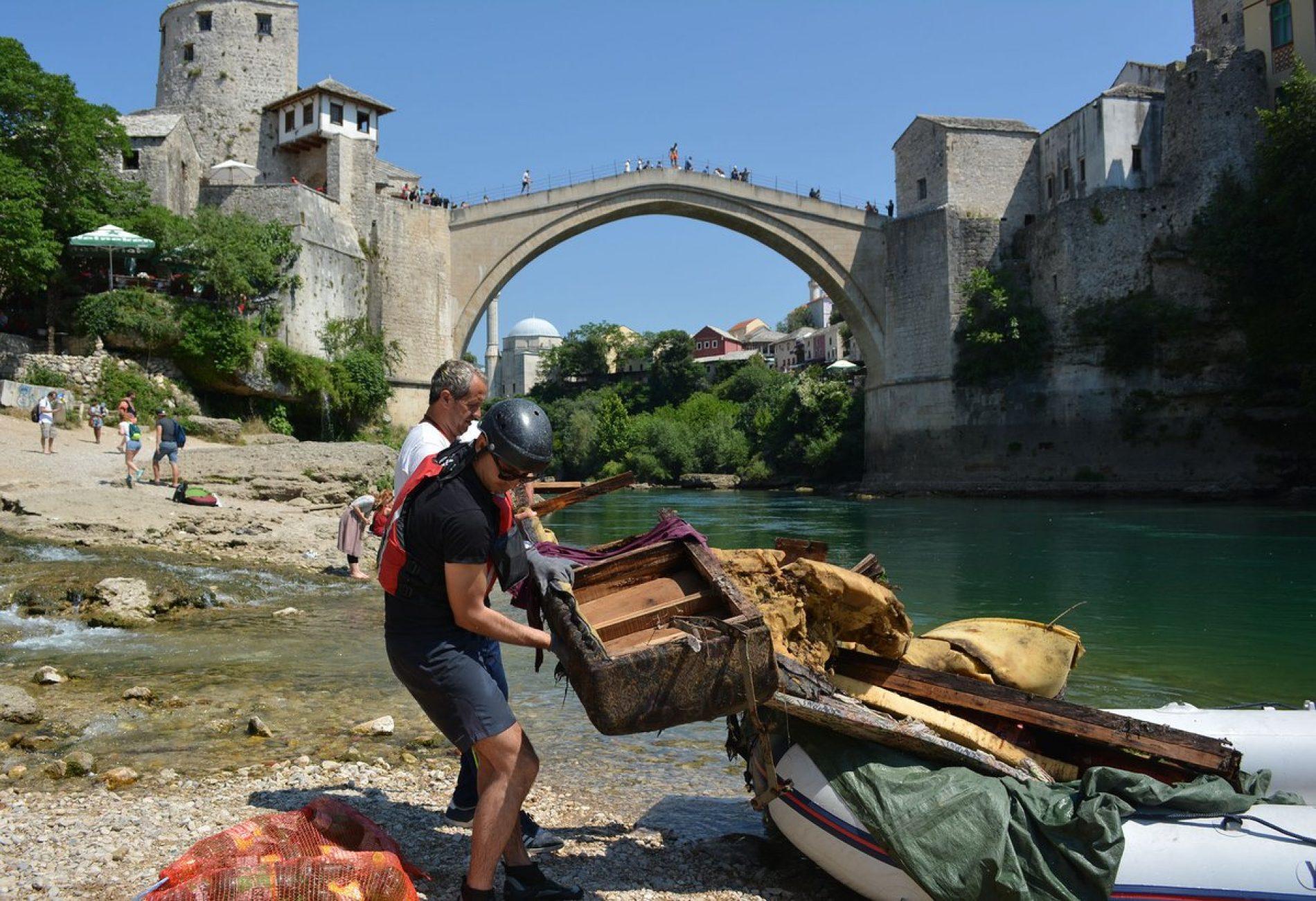 Ekološka akcija čišćenja područja oko Starog mosta
