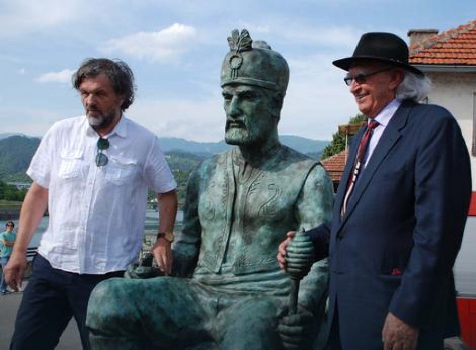 Spomenik Mehmed-paši Sokoloviću: Srbovanje i mitomanisanje u Višegradu