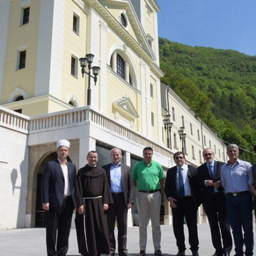 Kraljeva Sutjeska: Donacija sarajevske općine Centar franjevačkom samostanu i džamiji sultana Fatiha (Foto)