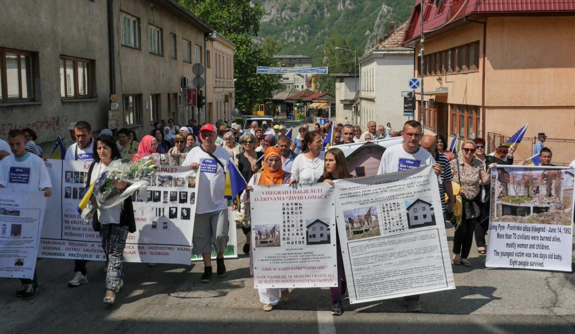 """25. godišnjica """"žive lomače"""" u Pionirskoj: O kostima živo spaljenih Višegrad šuti"""