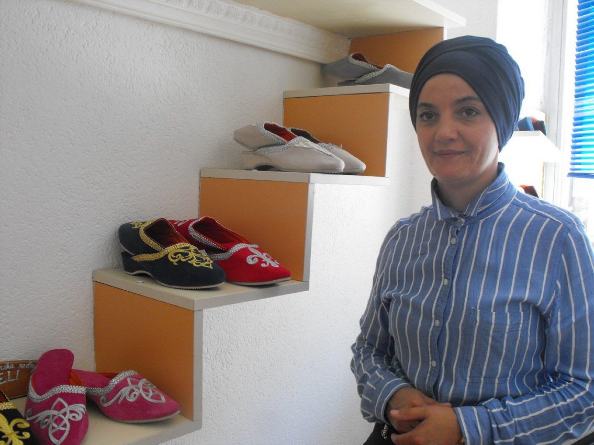 Bračni par Talić iz Sanskog Mosta: Izrađuju bosanske papuče koje svi rado kupuju