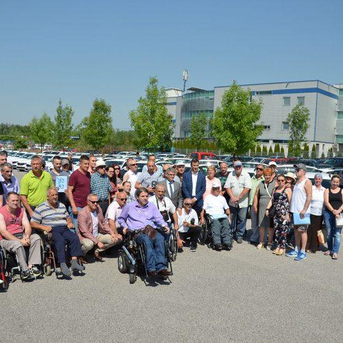 Vlada FBiH – Uručeni ključevi vozila za 60 ratnih vojnih invalida