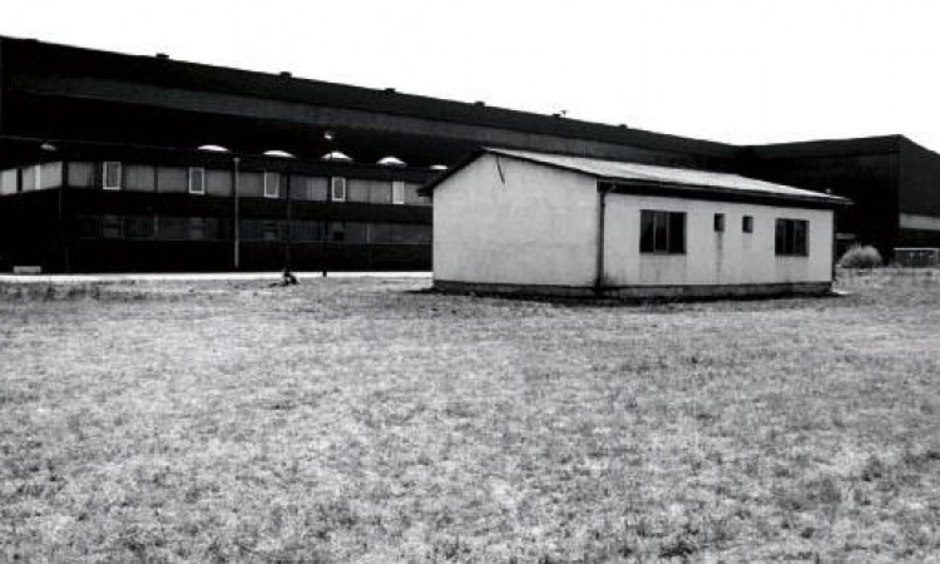 Omarska: Godišnjica zatvaranja 'ukletog' mjesta u kojem su ljudi živi spaljivani
