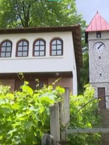 Tuzla: Sahat kula u Mandićima (Video)