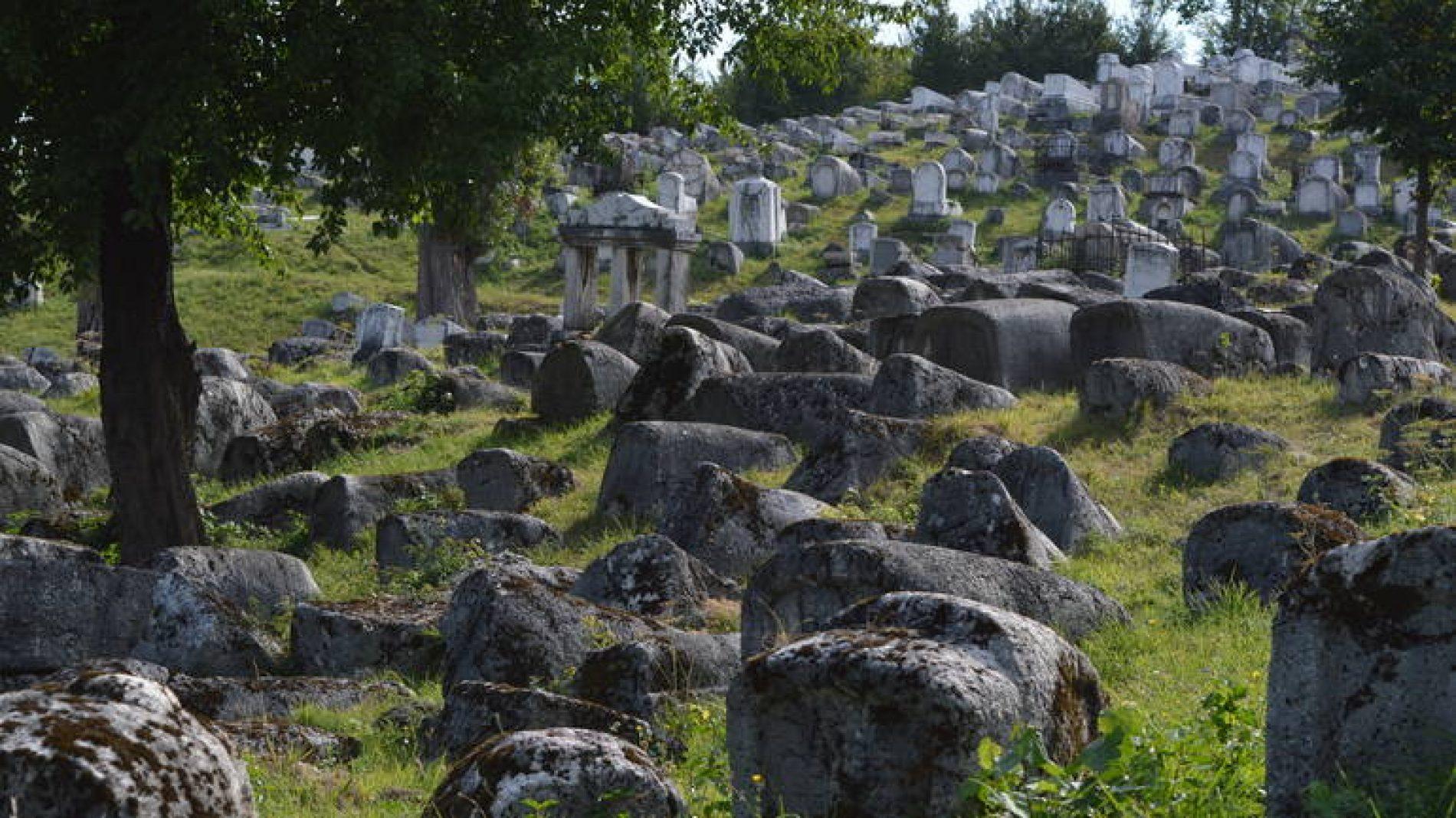 Najveće sefardsko groblje u Evropi – posebno i zbog arapskog pisma na spomeniku