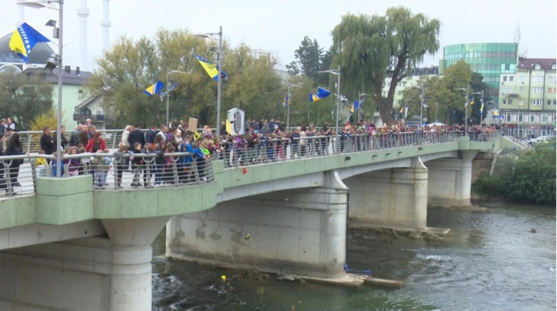 Sanski Most: Cvijeće za sve koji su ugradili živote u temelj slobode