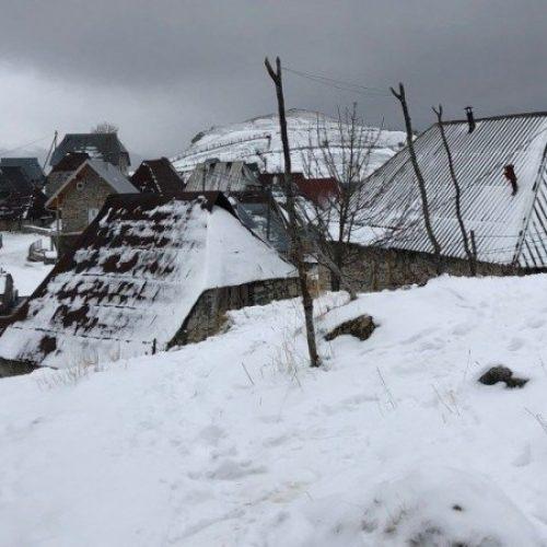Iz snijegom okovanog Lukomira evakuirana jedina preostala stanovnica