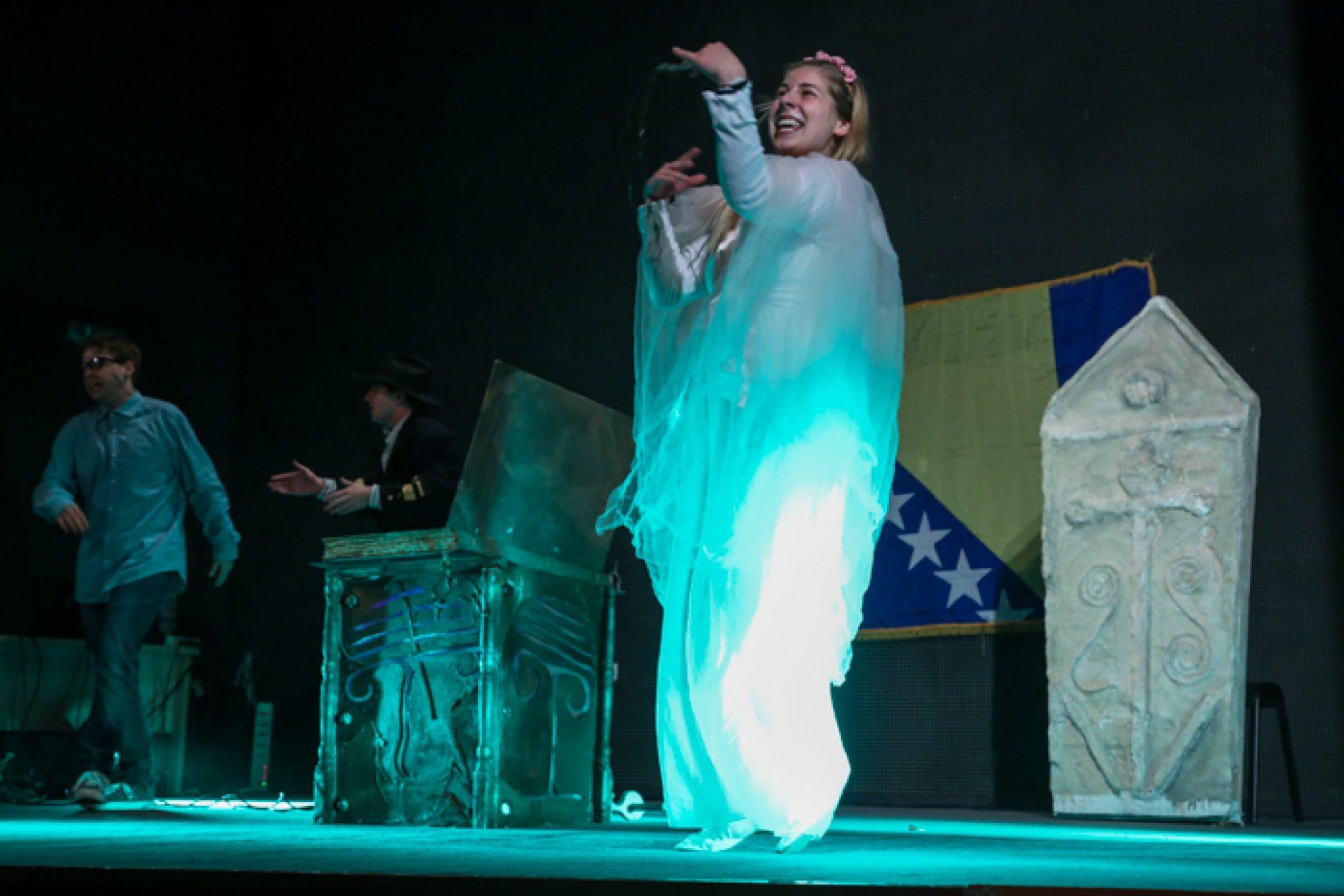 U povodu Dana državnosti: Pozorišna predstava ˝Bosanska bajka˝ izvedena u Bratuncu (Foto/Video)