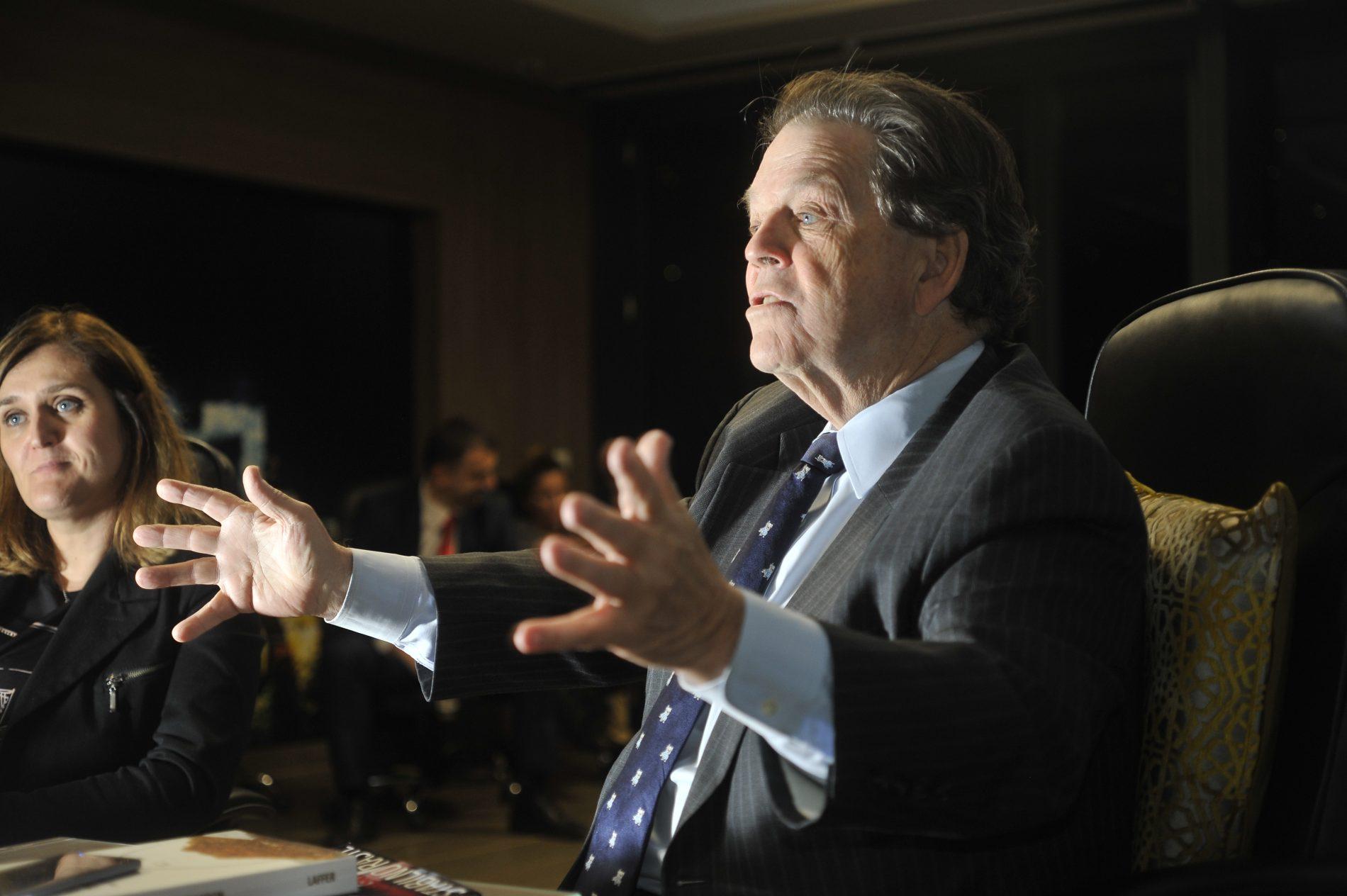 Profesor Arthur Laffer: Političari trebaju primati plaću samo ako dobro rade