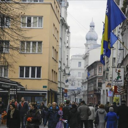 Sarajevo: Zastava Bosne i Hercegovine istaknuta na velikom broju objekata