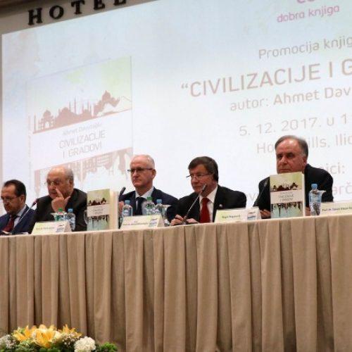 Davutoglu u Sarajevu predstavio svoju knjigu 'Civilizacije i gradovi'