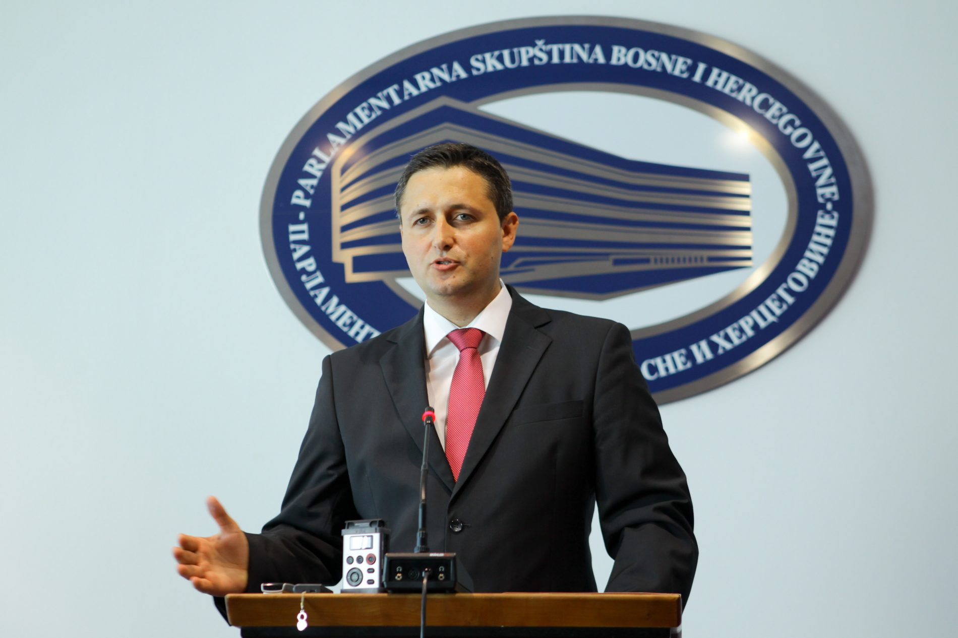 Bećirović uputio inicijativu da se 9. januar proglasi danom sjećanja na žrtve ratnih zločina