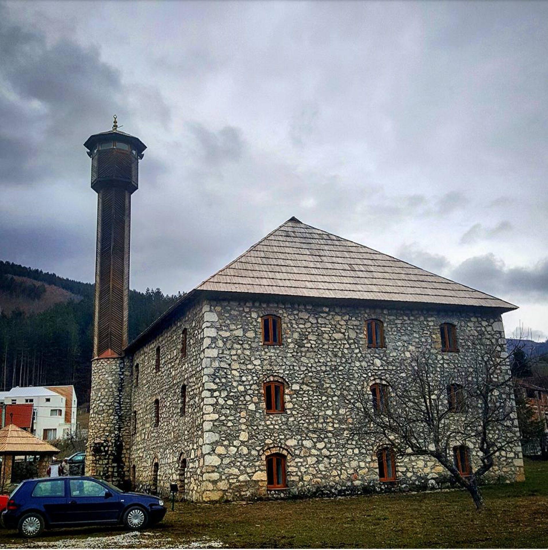 Džamija u Petnjici – čuvar preko 500 unikatnih ćilima