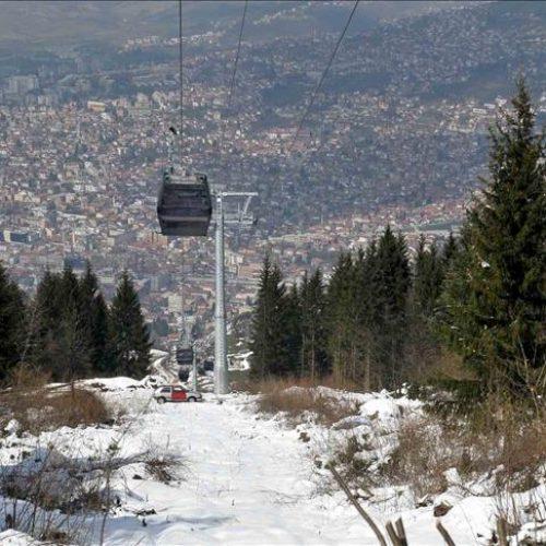 Ploča sa imenom Rame Bibera na stanici Trebevićke žičare