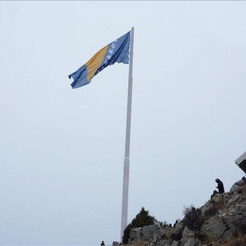 Dan nezavisnosti: Iznad Mostara se zavihorila jedna od najvećih zastava Bosne i Hercegovine
