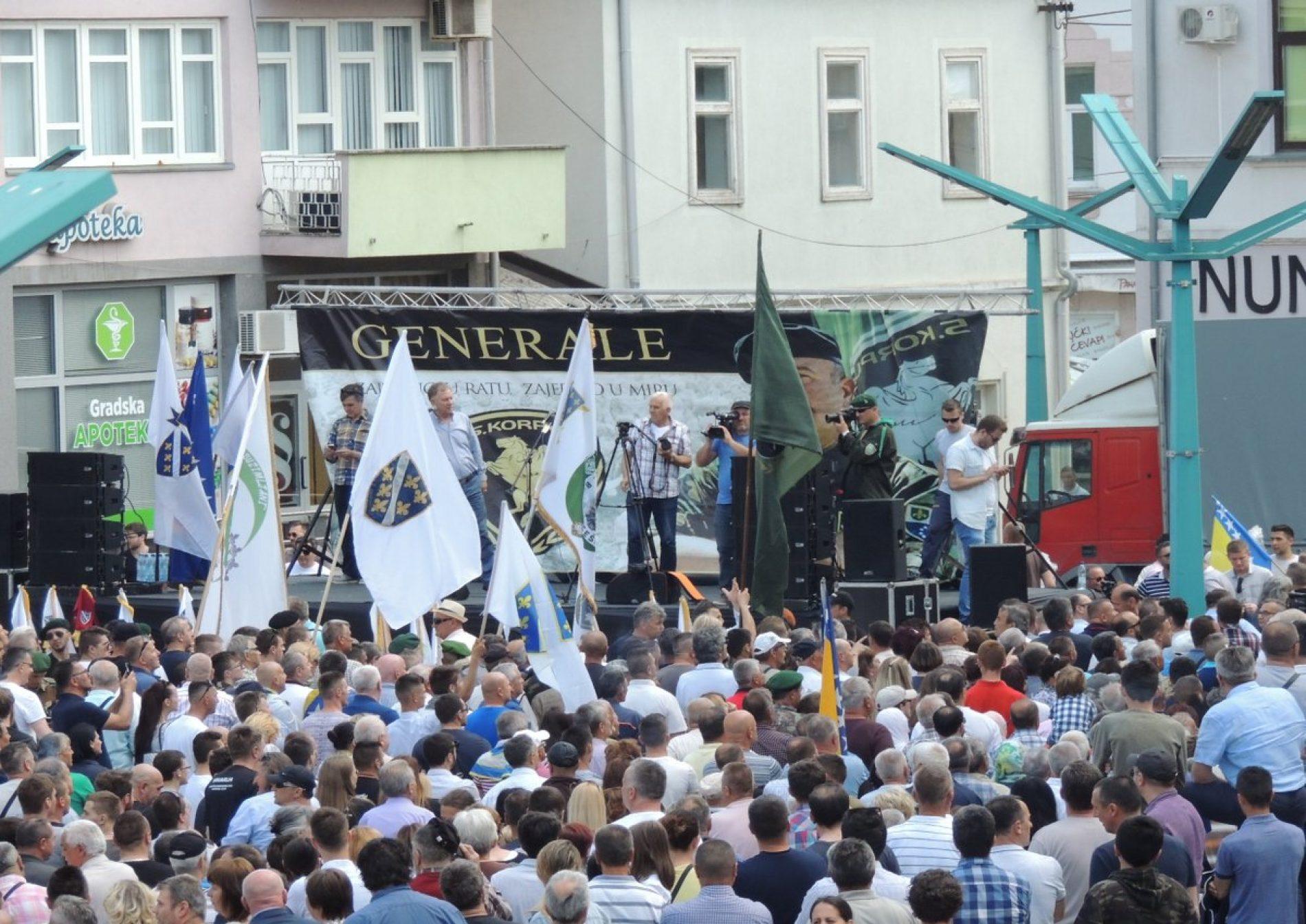 Bihać: Održan veliki skup podrške generalu Dudakoviću (FOTO)